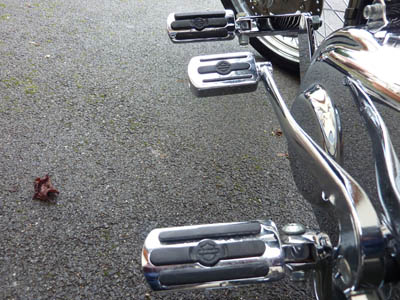 Mes transfos sur dyna superglide custom 2010 - Page 7 Cale_pied